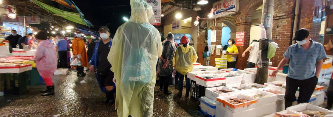 林右昌:崁仔頂漁市攤商及採買者須戴面罩手套