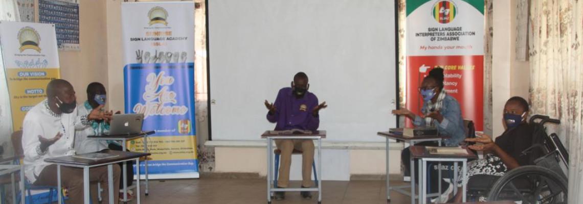 津巴布韋學校自製透明口罩 幫助聽障人士溝通交流