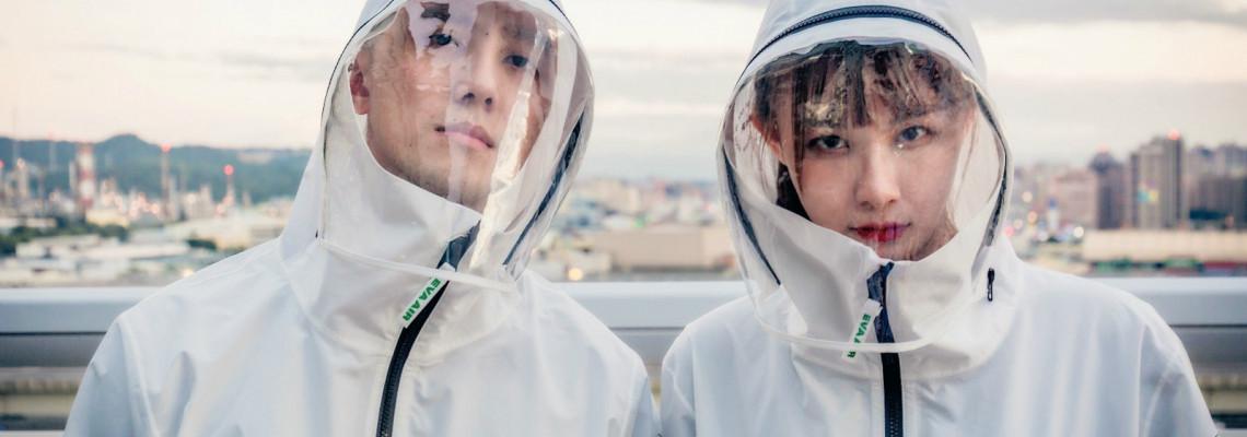 美感衝擊!航空公司周邊再一發:因應疫情升溫,長榮、華航「飛行防護衣」引起熱議!